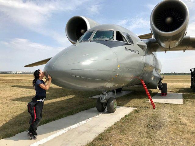 Andreea kissing the Antonov-72